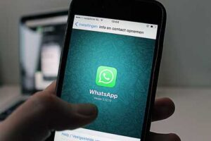 WhatsApp defers privacy policy